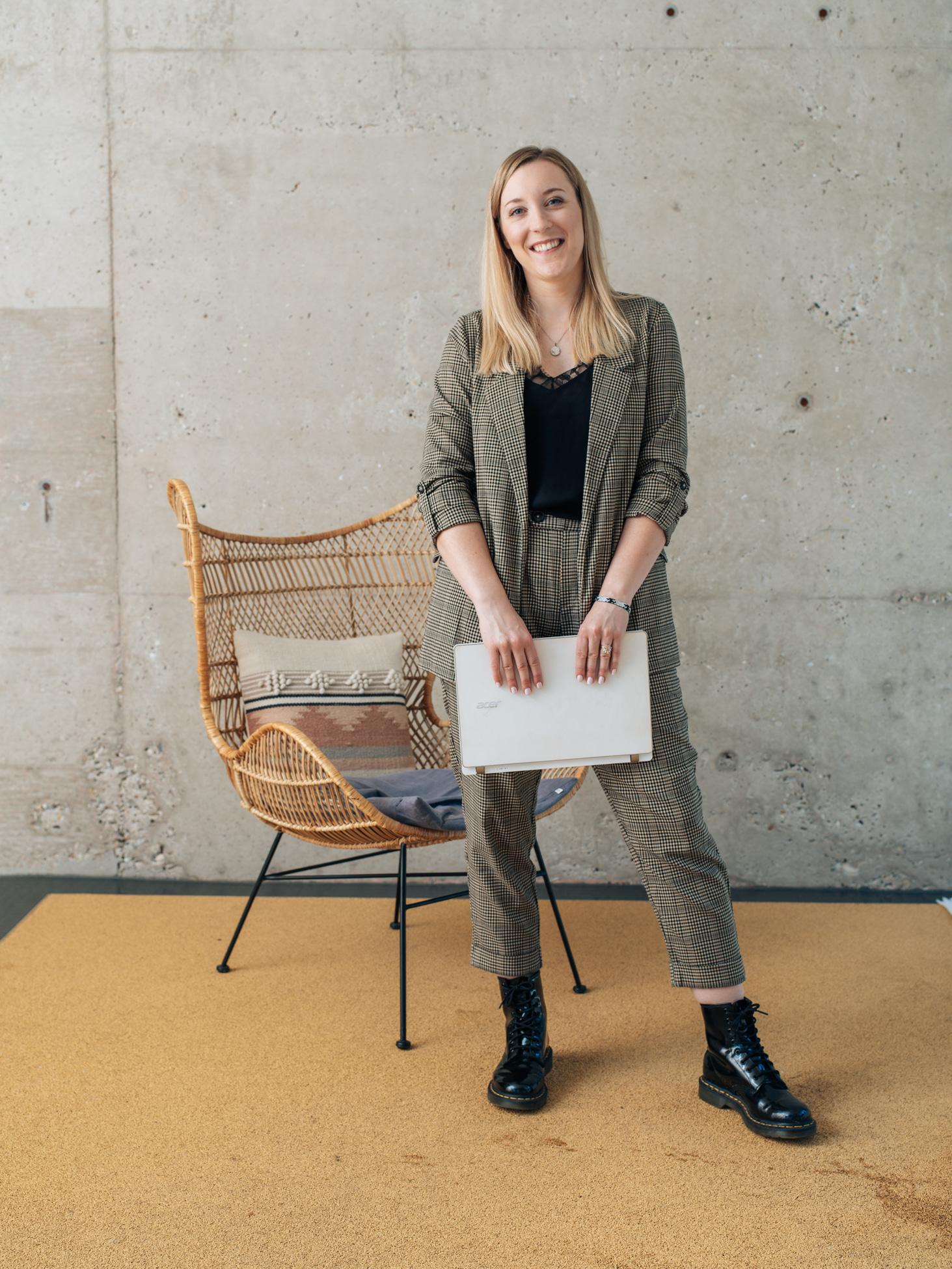 FEMBoss-Gründerin-Anja-Krystina-Hermes-Businessportrait-Sven-Cichowicz